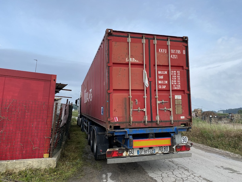 Réception de notre container de table en Suar